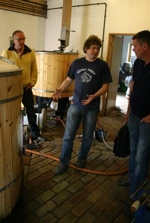 Tom visar sitt bryggeri