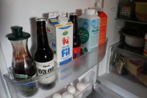 Öl i kylskåpsdörren