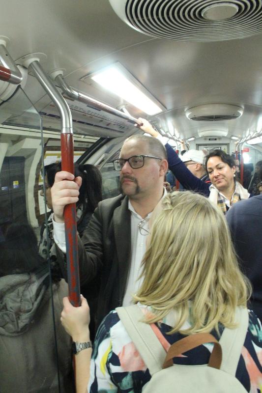 Tunnelbana, fullt med folk, Resa, London, Karlströms Malt
